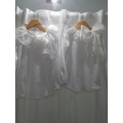 Blusa basica blanca niña con cuello y lazada en plumeti