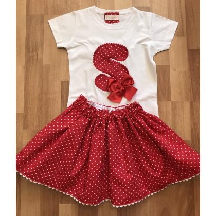 Camiseta inicial personalizada y faldita goma cintura pique rojo lunar blanco .